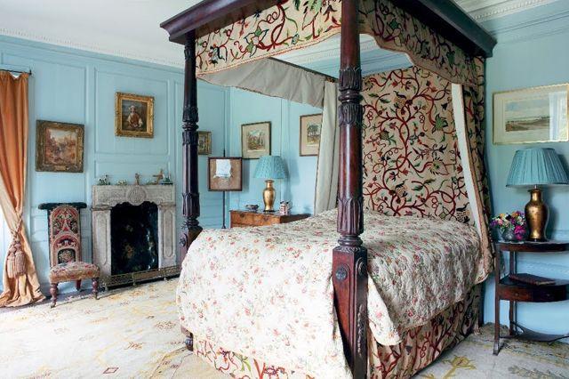 Glin Castle BedroomIn Ireland Canopy Beds Draped Beds - Irish bedroom designs