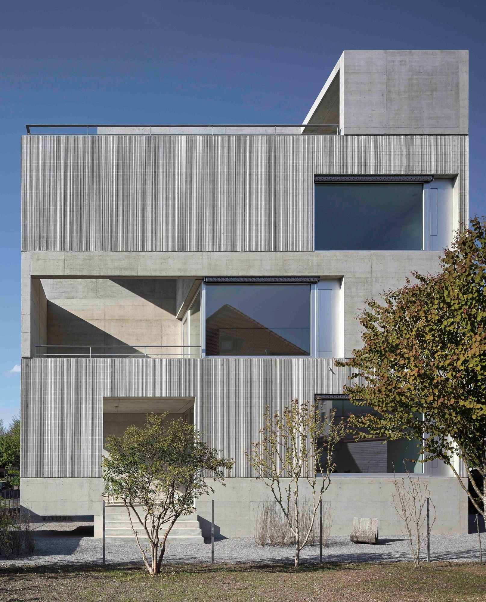 Spagat zwischen beton und feiner spitze wohnhaus in uster - Beton architektur ...
