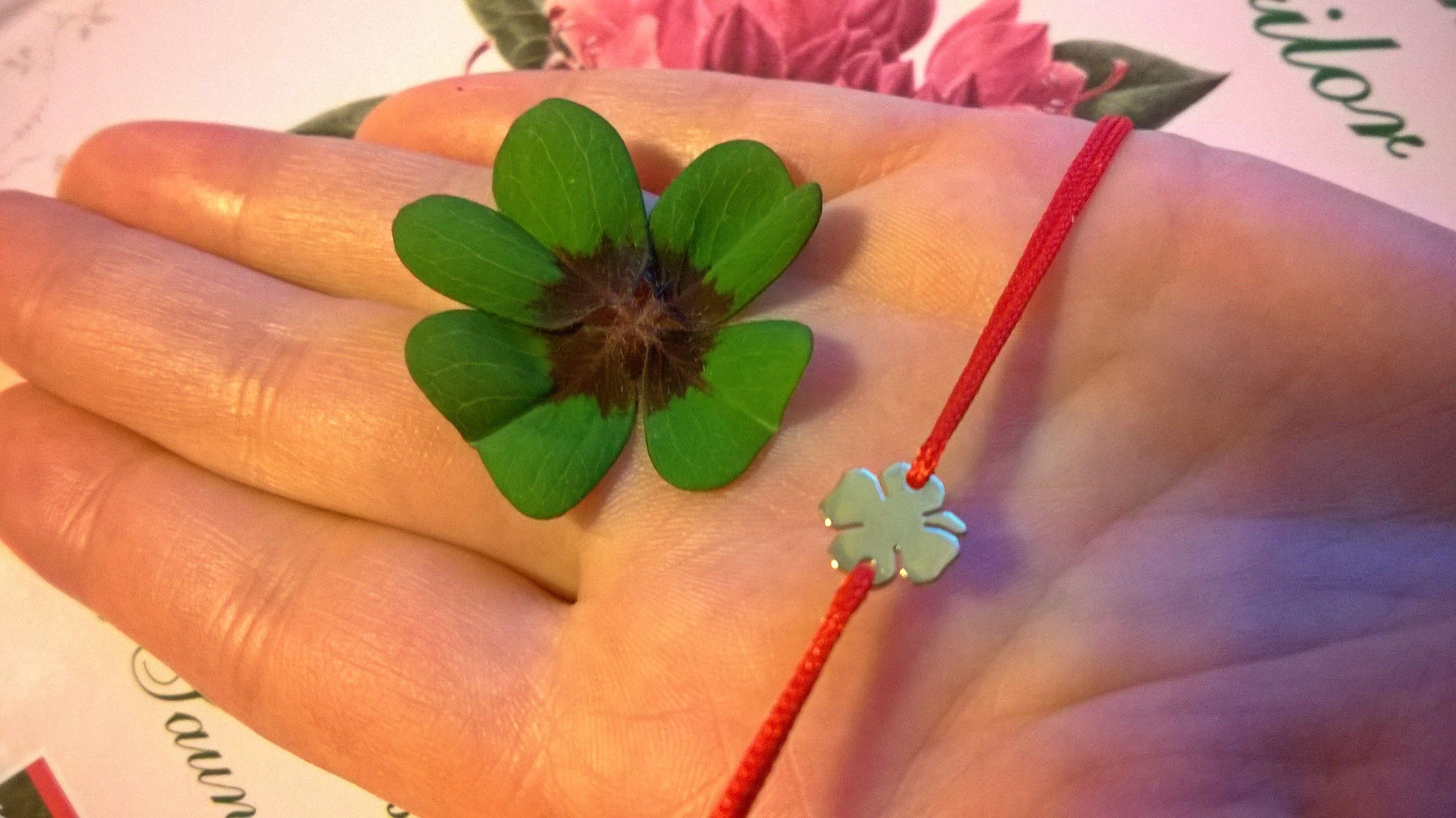 Gold four-leaf clover charm bracelet