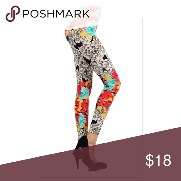"""White and Mint Floral Leggings White and mint floral leggings, lightweight but not shear. 100% Polyester with stretch. 26"""" inseam, fits sizes 0-8 Boutique Pants Leggings"""