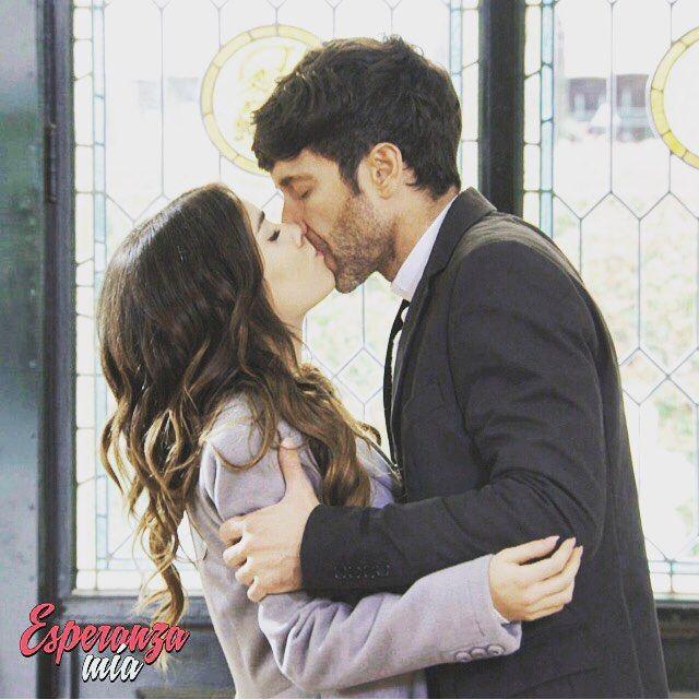 Instagram media esperanzamiaok - Un beso prohibido... #EsperanzaMia