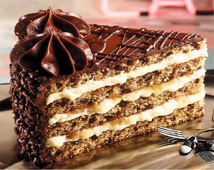 Торт с шоколадными коржами | Торт, Шоколадные украшения и ...