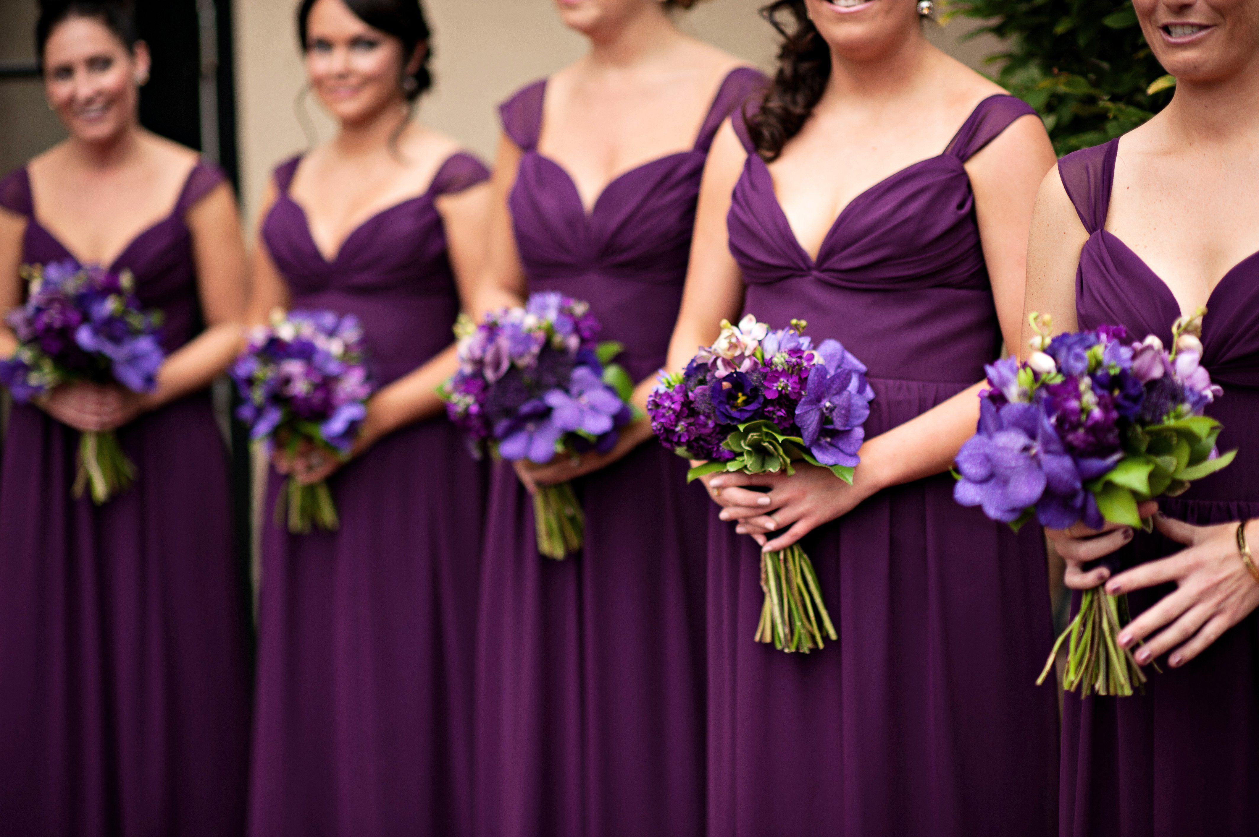 The combination of the violet bridesmaid dresses and their bouquets ...