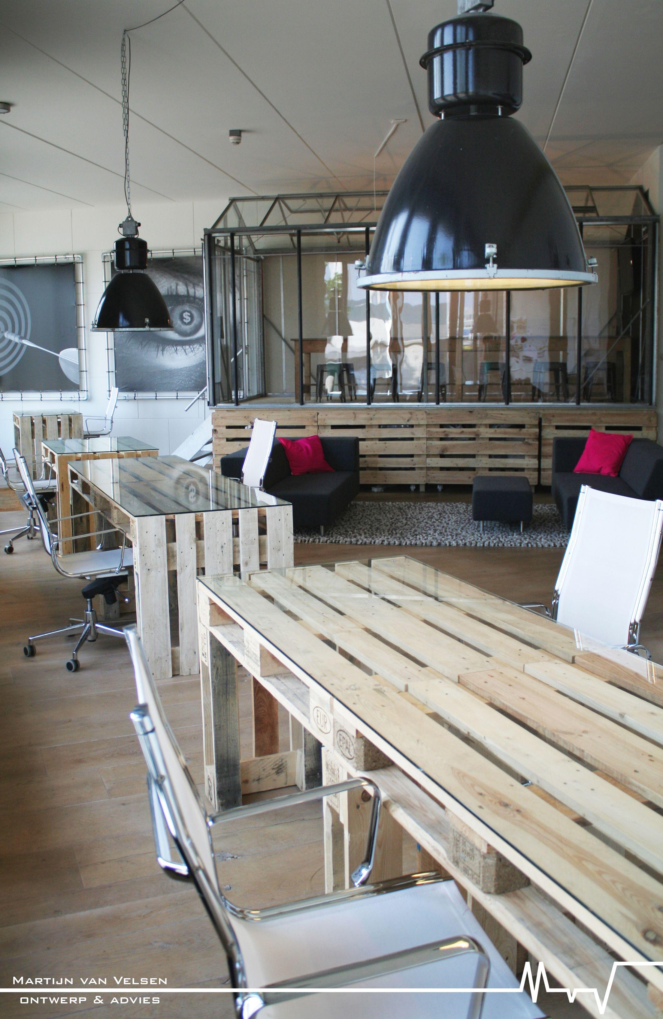 Interieur van pallets tuinkas als vergaderruimte for Kantoor interieur ideeen