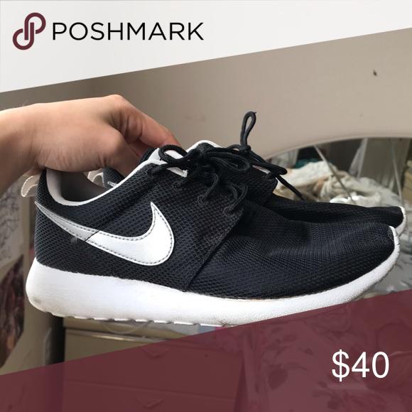 Nike Roshe Black w/ Silver swoosh in
