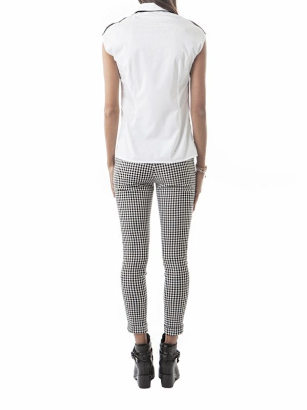 Fitted pants with squares, leggings type cut, sporty pockets, fold at bottom, button and zipper in front and center position. 100% cotton, comfortable stretch.  #madeinitaly #handmade #efesti #italianstyle #italianstyle #styleideas