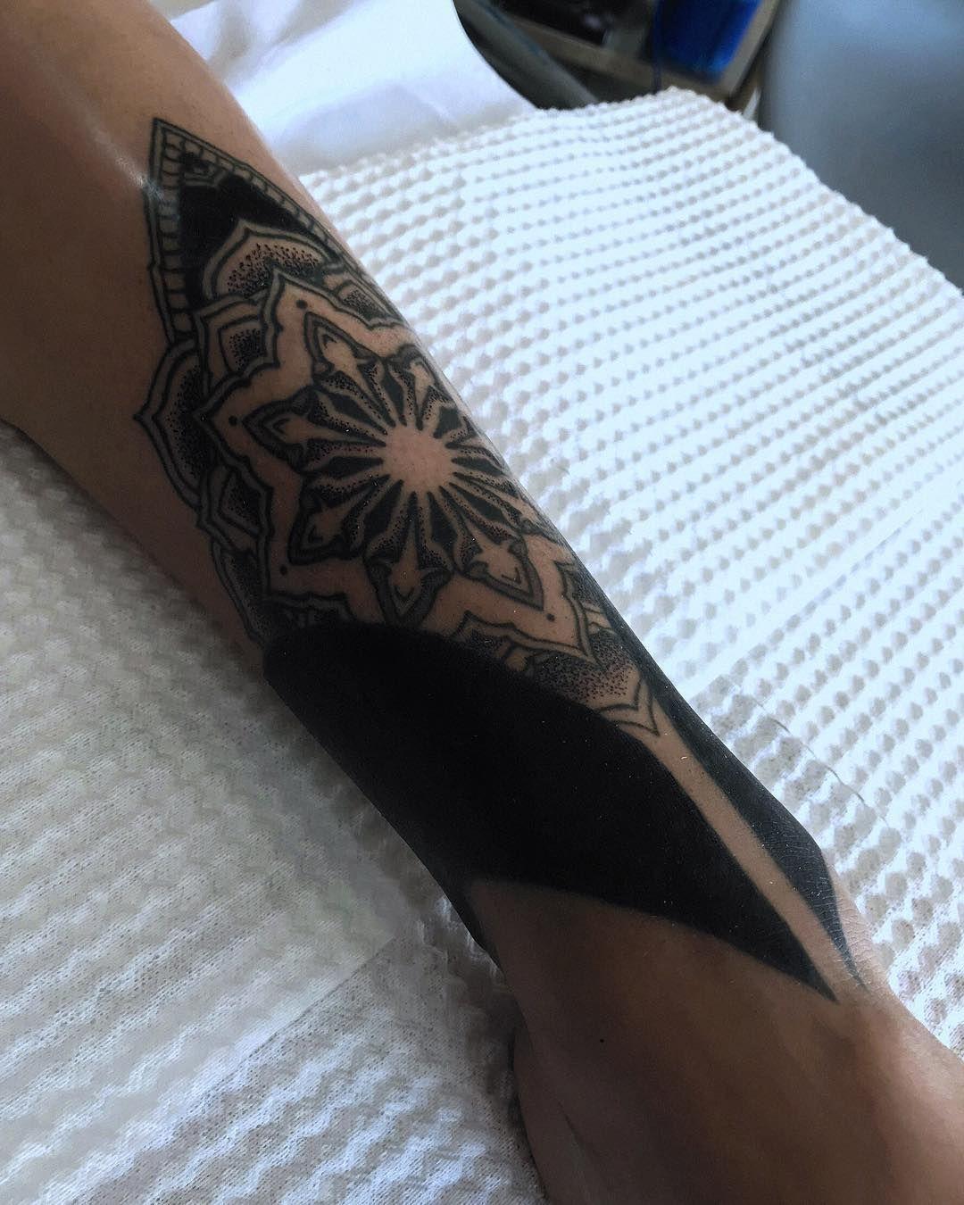 It's been a long time coming, covering up an old bad tattoo for my girlfriend @valdelosandes - Thanks for always trusting me! - #blackwork #blackworkers #iblackwork #blackworkerssubmission #geometrictattoohunter #geometrip #mandala #mandalatattoo #ink #dotwork #geometrictattoo #cusco #pisac #sacredvalley #peru #perutattoo #vallesagrado #pisactattoo