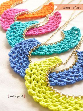 Patrons & modèles gratuits des bijoux au crochet | Bijoux au crochet, Bavoir en crochet, Crochet