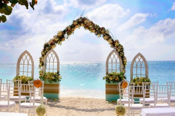 An incredible backdrop: http://www.stylemepretty.com/2015/03/19/rustic-chic-grand-cayman-wedding/ | Photography: Celebrations Cayman - http://celebrationsltd.com/
