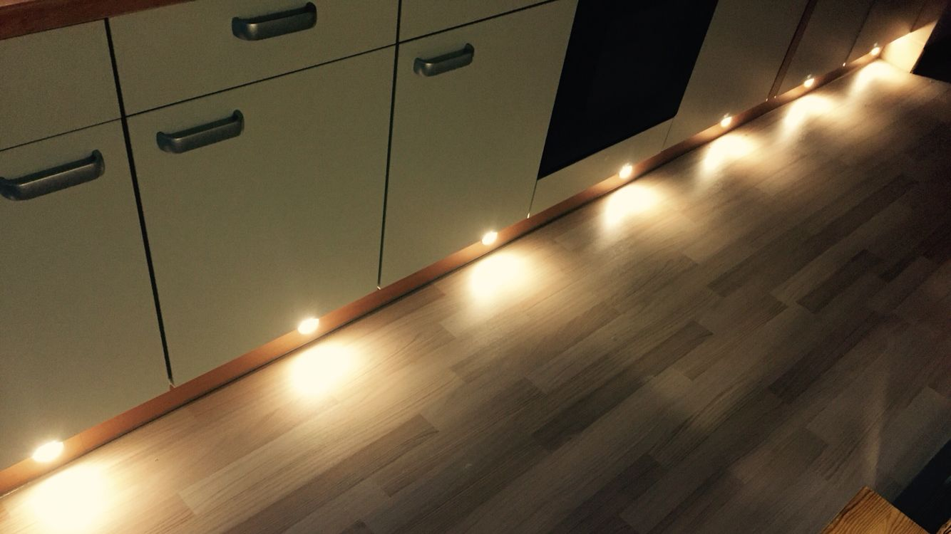 Led Lampen Design : Beleuchtung in der fußleiste. ikea led lampen. build it flooring