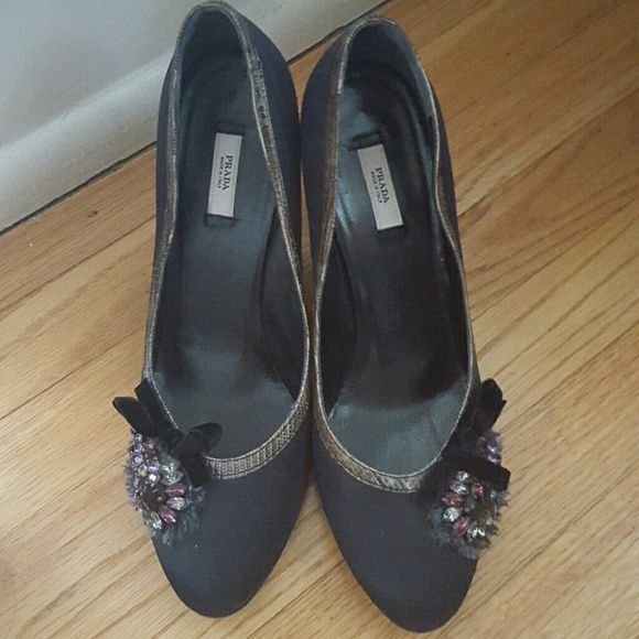 Prada pumps Black heels with snake skin trim and jeweled accent. Round toe with 3-4.5 inch heel. UK 38 US 8  Only worn twice. Prada Shoes Heels