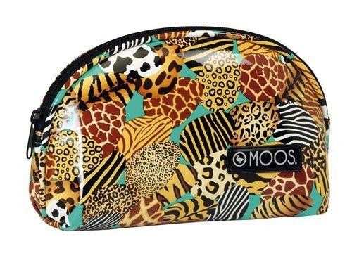 Monedero XL diseñado por Moos para su línea de neceseres Animal Print. Dimensiones: 21 cm x 7 cm x 13 cm.