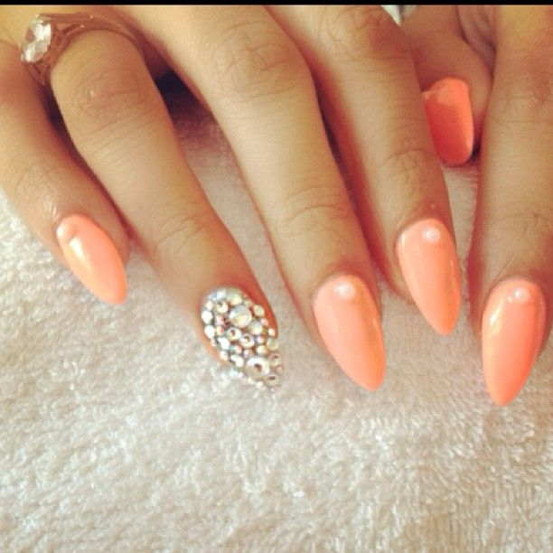 Almond shaped Nails, Cute Peach color Love the accent nail. - Love The Colors, Just Not The Shape. Hair And Beauty Pinterest
