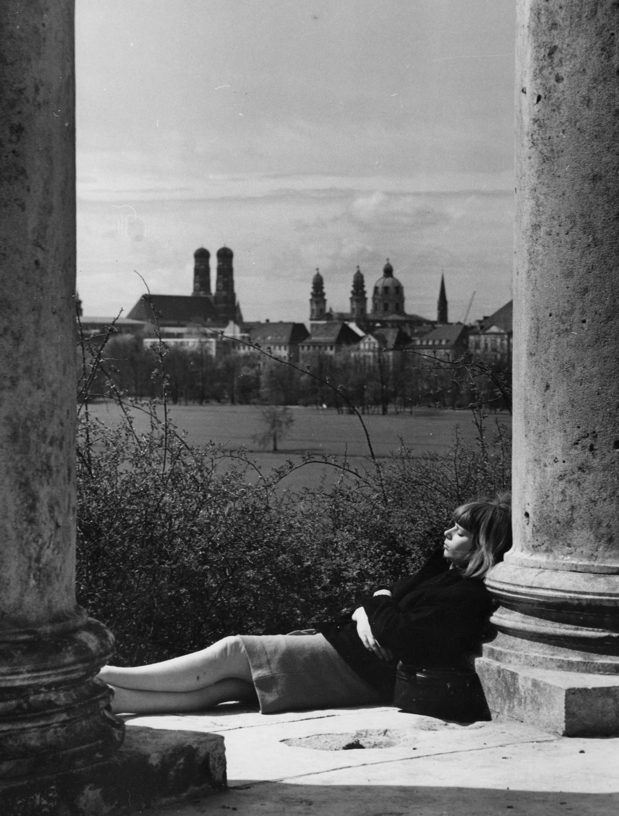 Erika Groth-Schmachtenberger, English Garden, Monopteros, Munich, 1954.