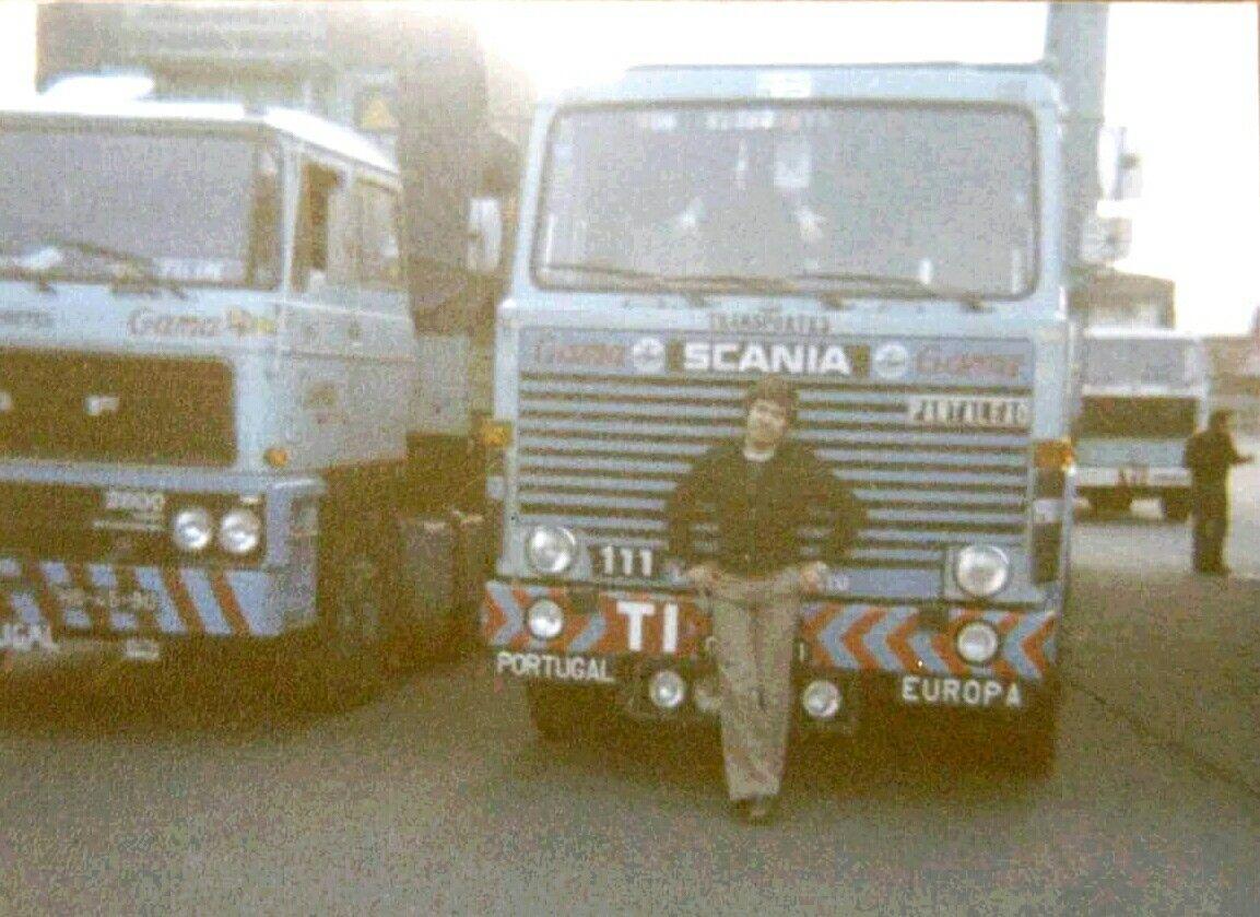 Transportes Gama ao lado direito uma f-89 da Transfec