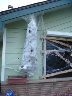 how to make a spider victim this would go perfect next to my giant spider halloween spider decorationsdiy