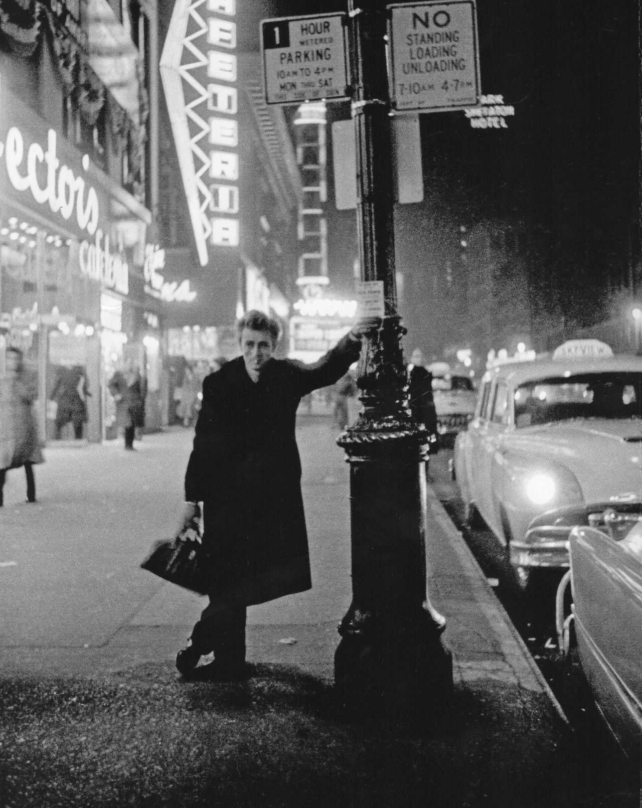 Célèbre James Dean in NYC at night. (Dennis Stock) … | Pinteres… TO22