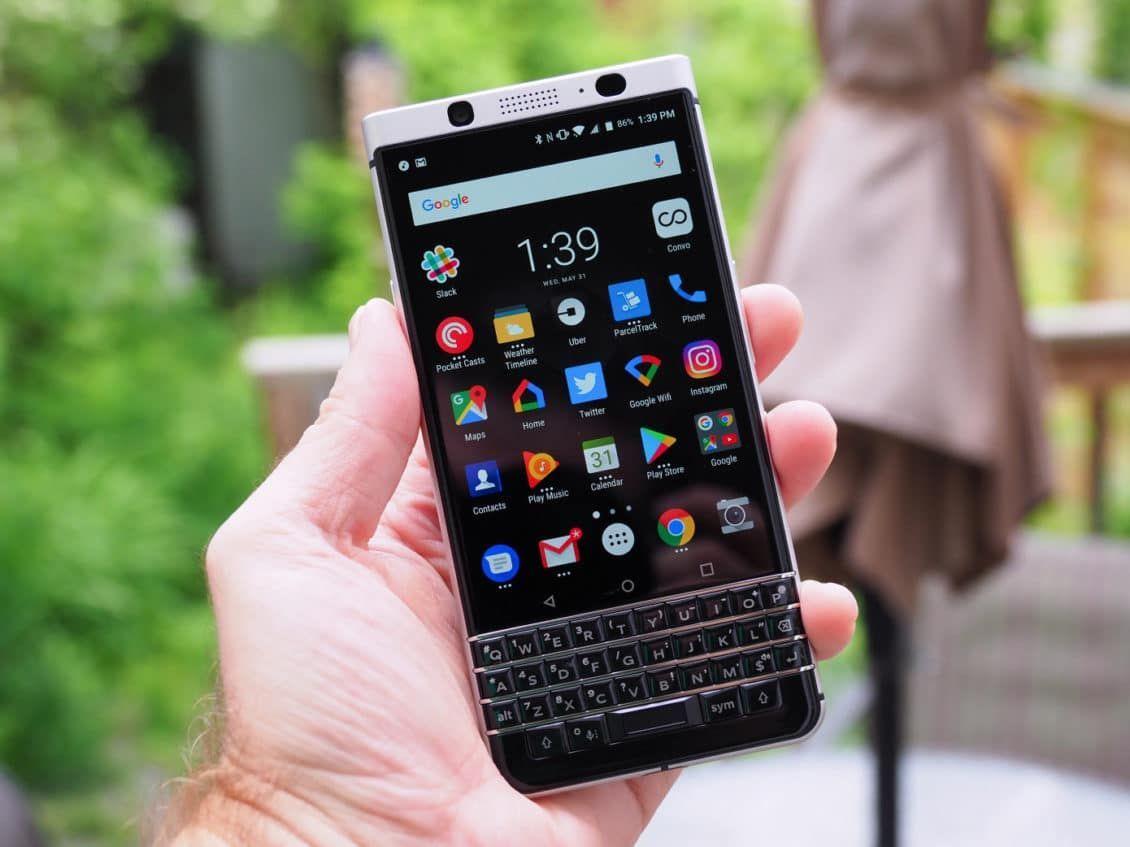 بلاك بيري تقاضي تويتر لانتهاكها براءة اختراع Blackberry Smartphone Gadget Smartphone