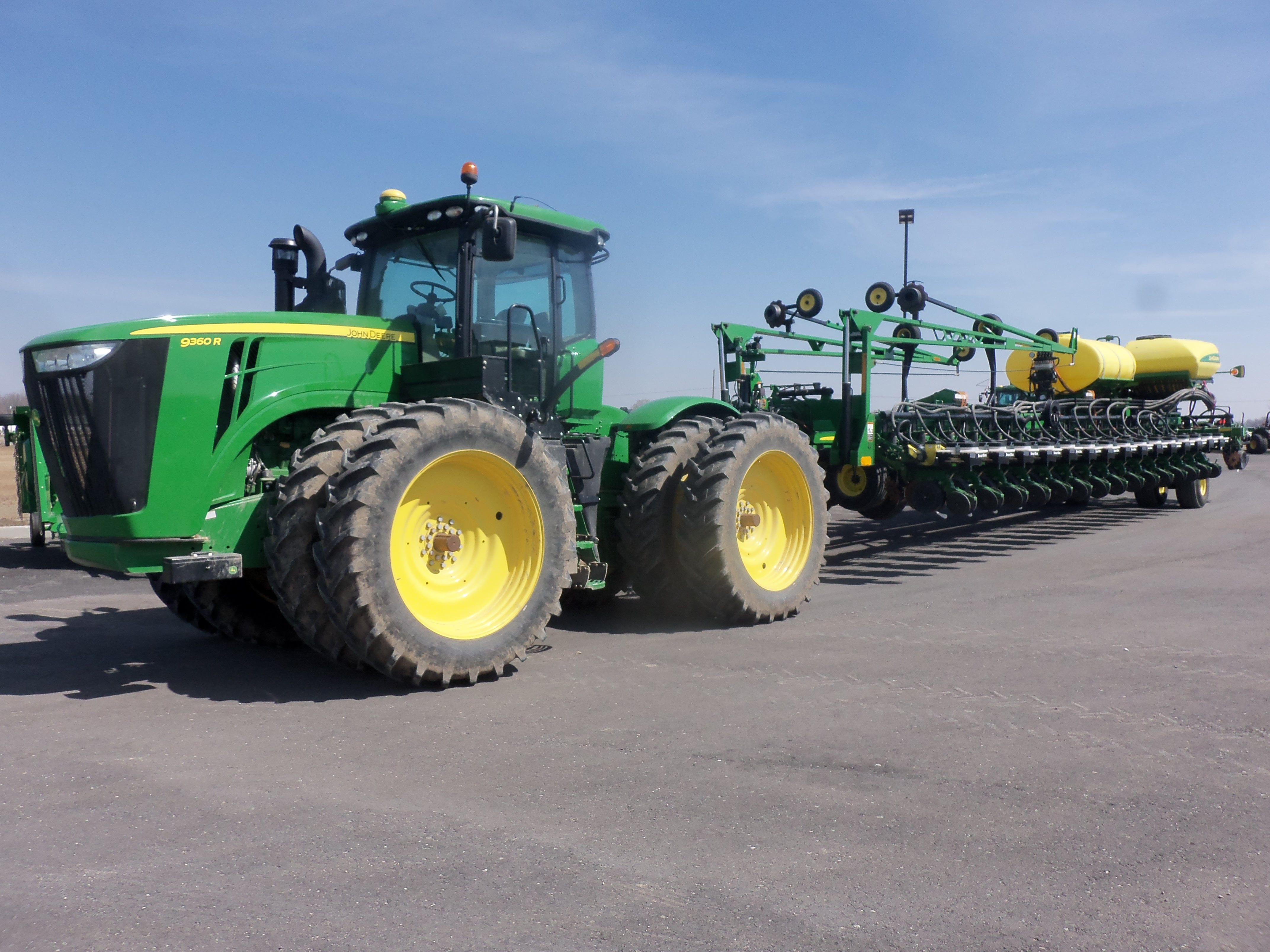 309 Pto Hp John Deere 9360r With 36 Row Db 90 Corn Planter In Tow