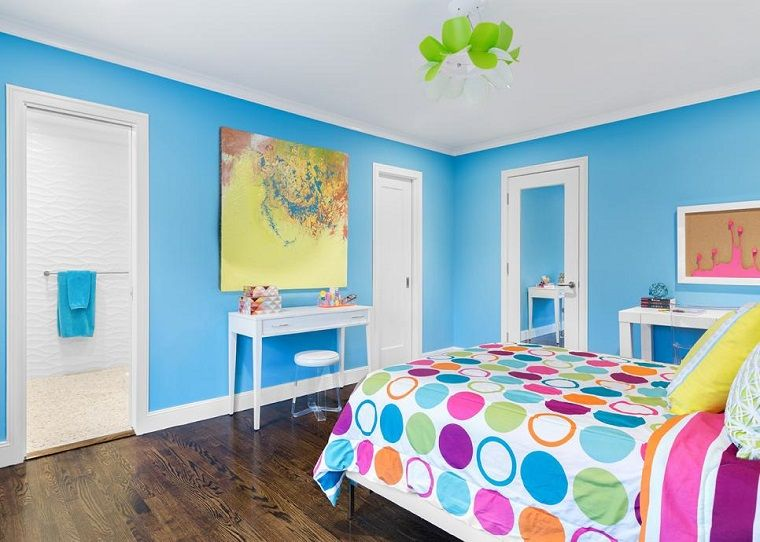 dormitorio para adolescentes con paredes en azul claro
