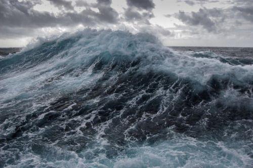 My life | princesprobable:   The sea,   She calls to me ..