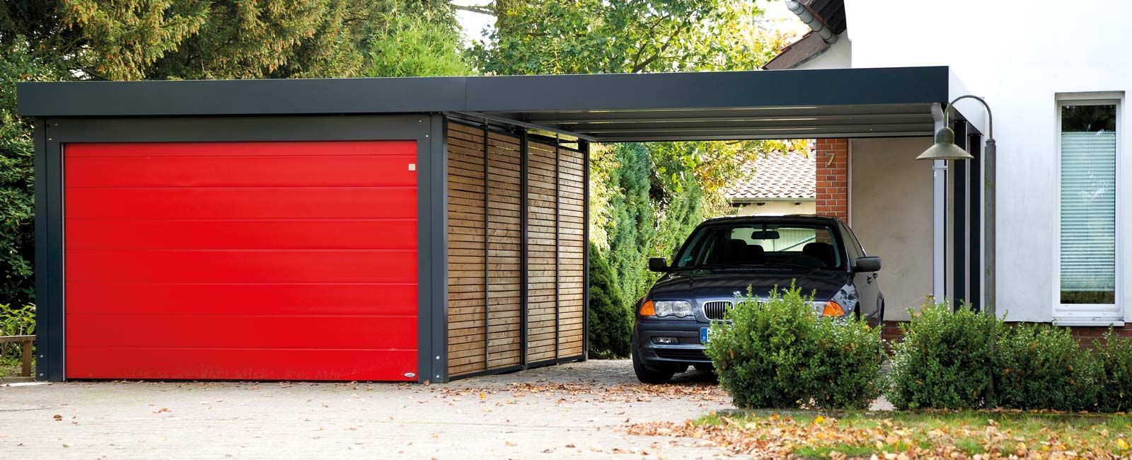 carport mit sektionaltor von siebau carport einhausungen eingangs berdachung m lltonnenbox. Black Bedroom Furniture Sets. Home Design Ideas