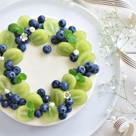 Obstkuchen – frisches Obst mit Sahne macht den Obstkuchen köstlich und schön …