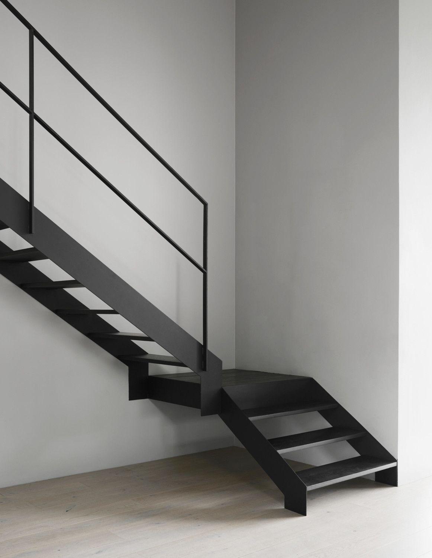 Hemma i designern annaleenas egenritade hus p eker for Escalera de madera al aire libre precio