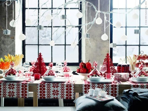 weihnachtstisch traditionell rot wei deko ideen deko. Black Bedroom Furniture Sets. Home Design Ideas