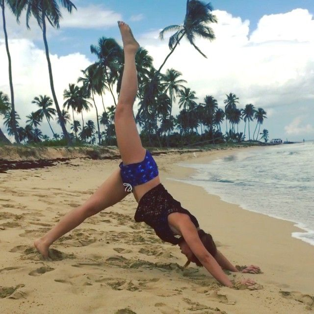 """""""Quick Bikini Body Burst! Try this combo:  1) Starfish leg lifts (obliques, thighs) x 12 each side  2) Shooting stars (lower abs, shoulders) x 12 lifts…"""""""