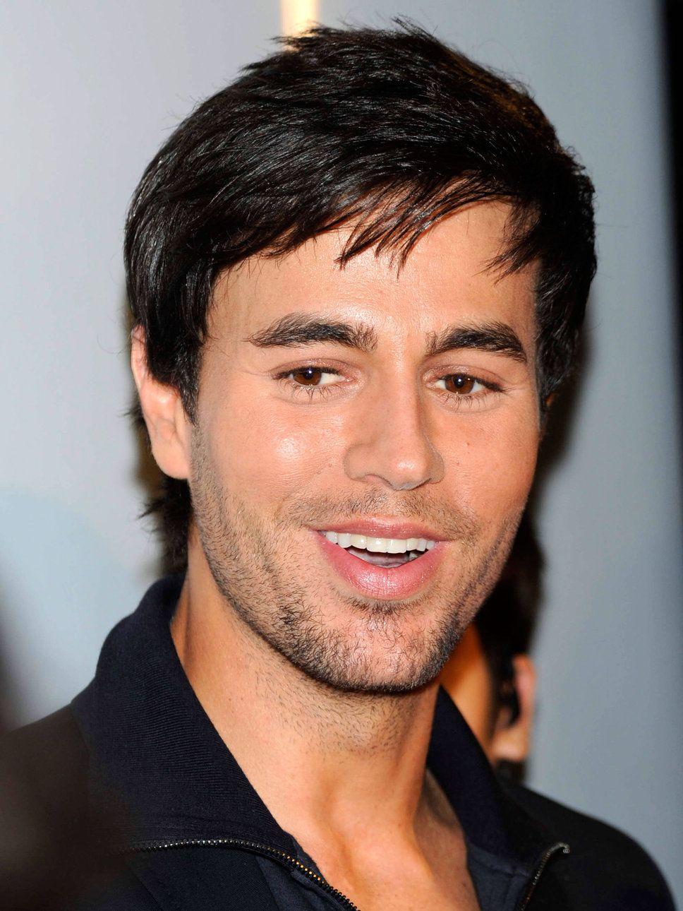 Hollywod Days Enrique Iglesias Short Hairstyles Mens Hairstyles Hairstyles With Bangs Cool Hairstyles For Men