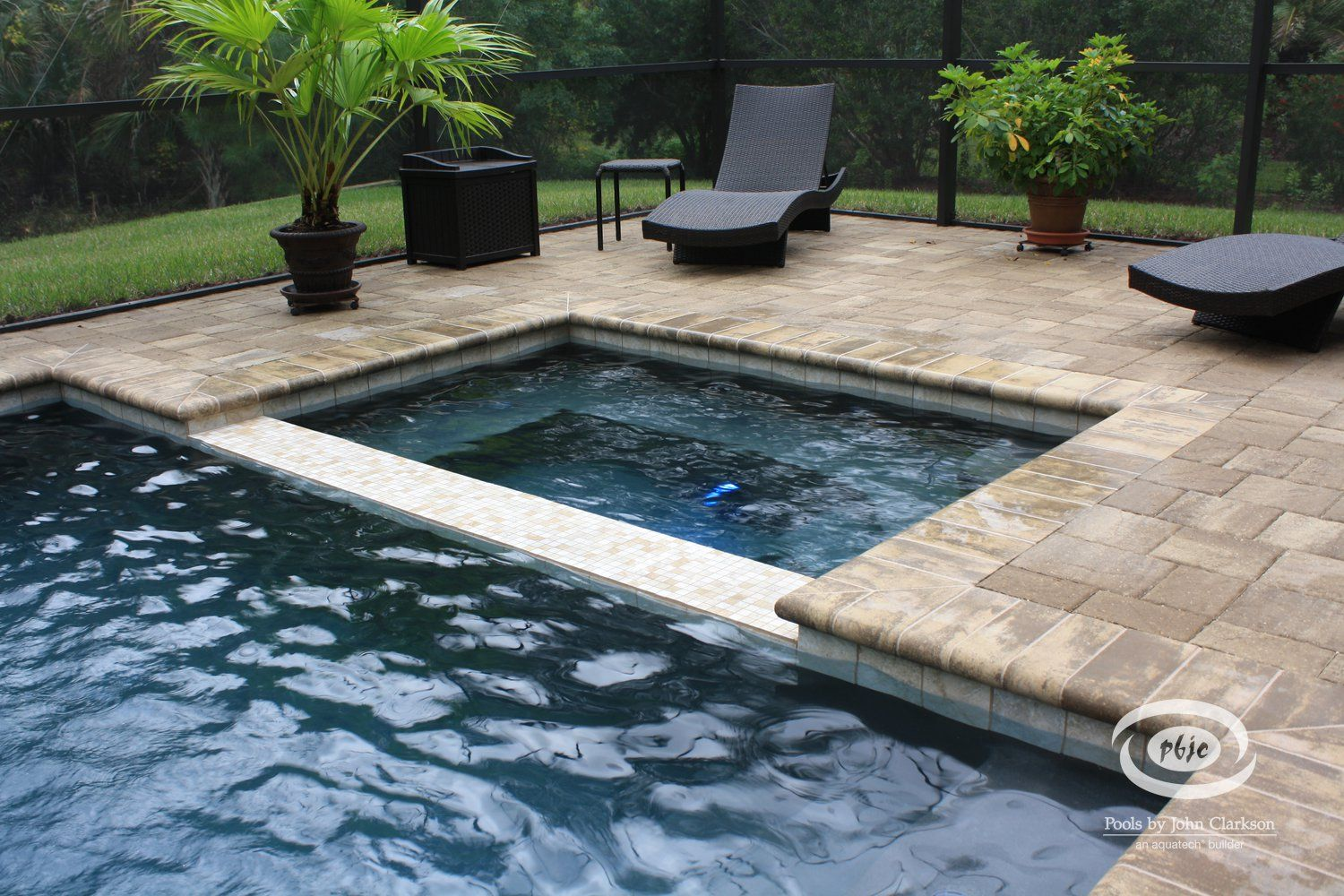 Inground swimming pools with spa this flush spa features for Swimming pool and spa
