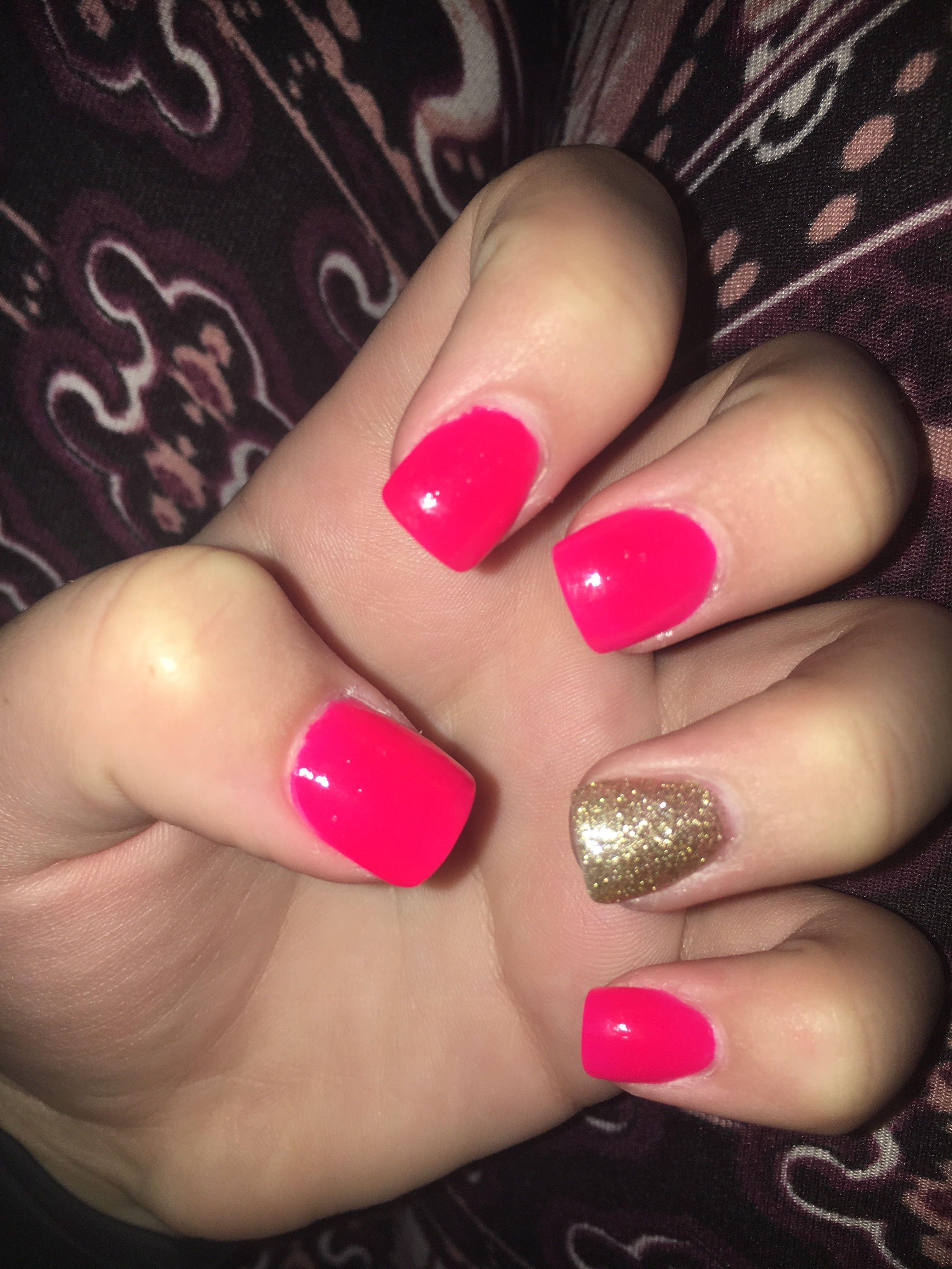 Love my new nails Short acrylic hot pink and gold | Acrylic nails ...
