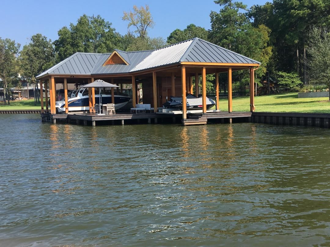 Boathouse In 2020 House Boat Home Builders New Homes