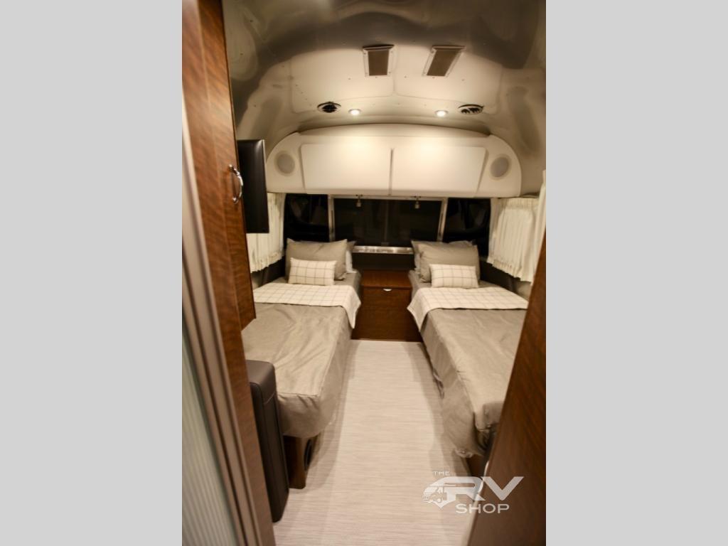 New 2019 Airstream RV Globetrotter 27FB Twin Travel Trailer
