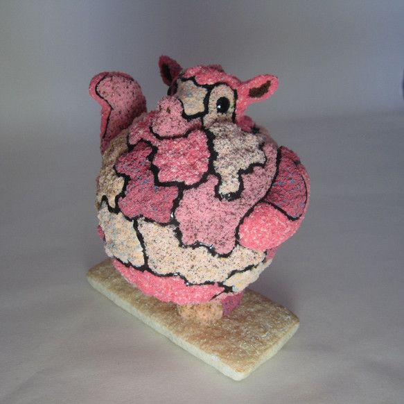 とてもワイルドな柄をしたアルパカ君は何かいいことがありますようにお腹いっぱいになるまで手招きしています。素材は石粉粘土で型を形成した後、全体をパウダー(色粉)...|ハンドメイド、手作り、手仕事品の通販・販売・購入ならCreema。