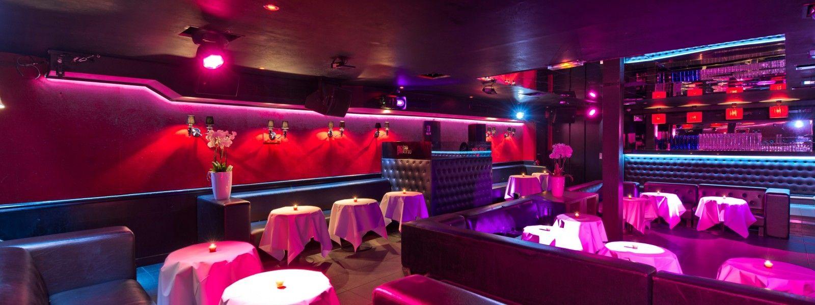 En plein cœur de la capitale, ce lieu lounge et cosy vous reçoit pour vos événements privés et professionnels.  Plus de détails sur : http://www.prestatairesdefrance.com/p/605/Salle-de-reception/Salle-de-reception-Paris