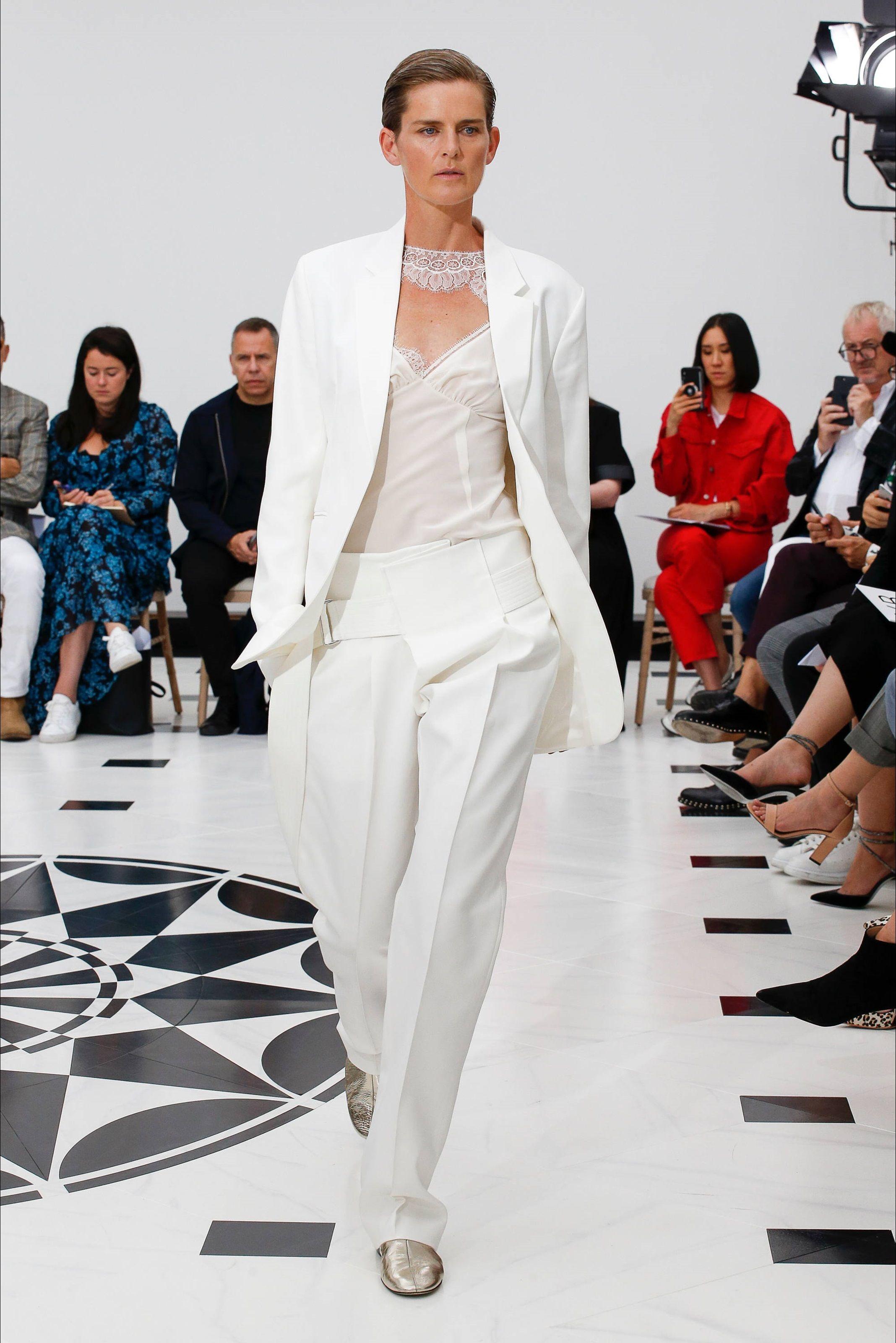 Victoria Beckham: SFILATA estate 2018. FOTO Moda uomo Moda