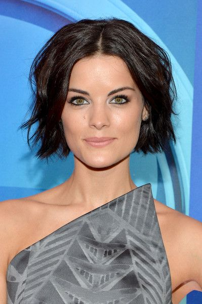 Jaimie Alexander Short Wavy Cut | Jaimie alexander, Short wavy and ...