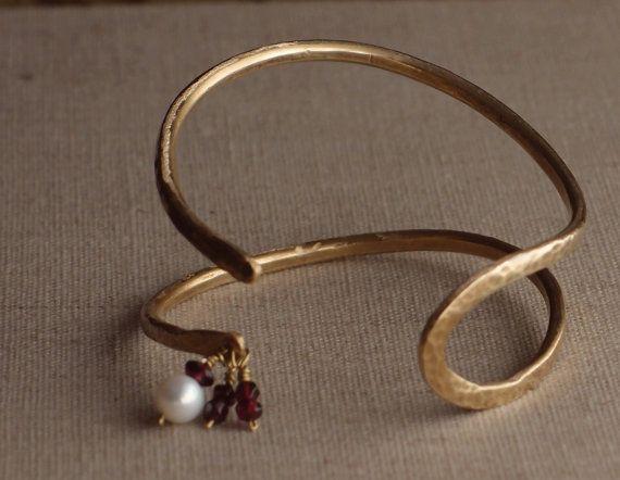 Original pulsera Latón dorado granates y perla por Nugantur