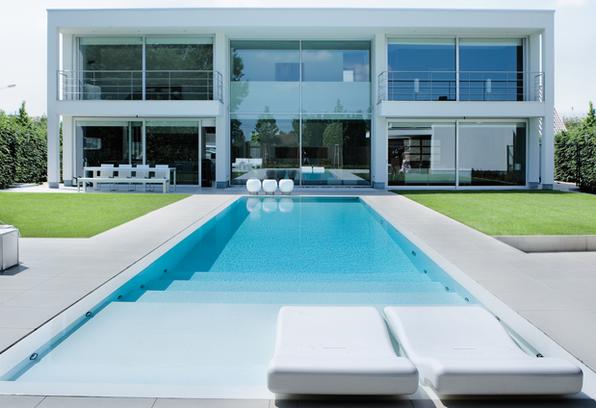Minimalist pool area private residence in ertvelde for Casa de lujo minimalista y espectacular con piscina por a cero