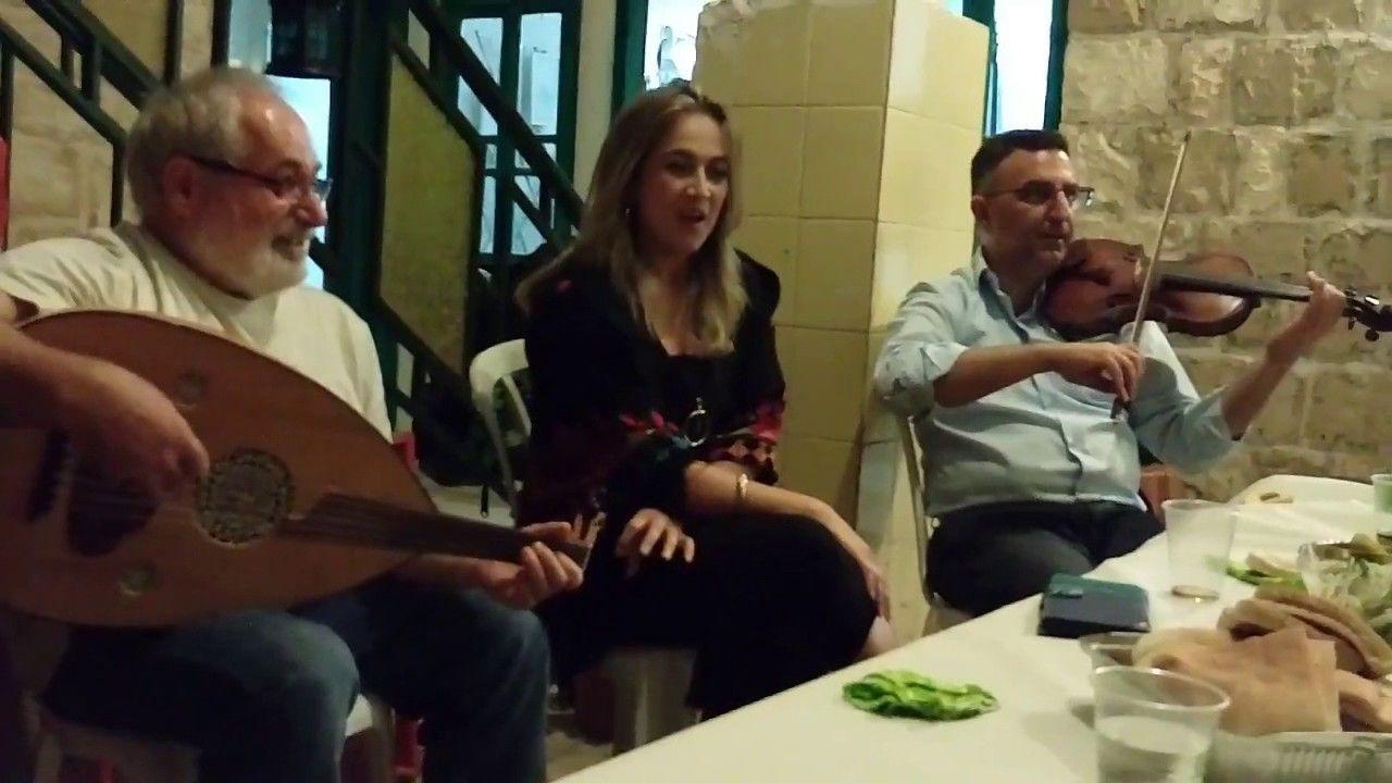 قعدة طرب فلسطينية ومواويل من تراث بر الشام دلال أبو آمنة Youtube Couple Photos Scenes Photo