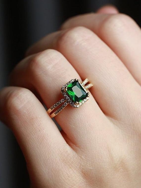 Cushion Cut Lab Smaragd Verlobungsring Vintage Frauen 14k Gold Antik Art Deco einzigartige Halo Diamant Hochzeit Birthstone Ringe Geschenk für Sie – Anel de formatura – Ringe
