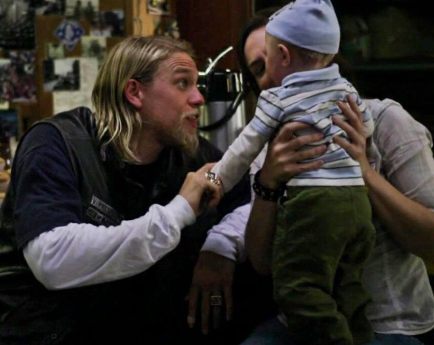 Jax Teller Tara Knowles And Baby Abel Soa Family Ties Fooling Around Playing With Son Love Is In The Air The Good Son Sons Of Anarchy Charlie Hunnam