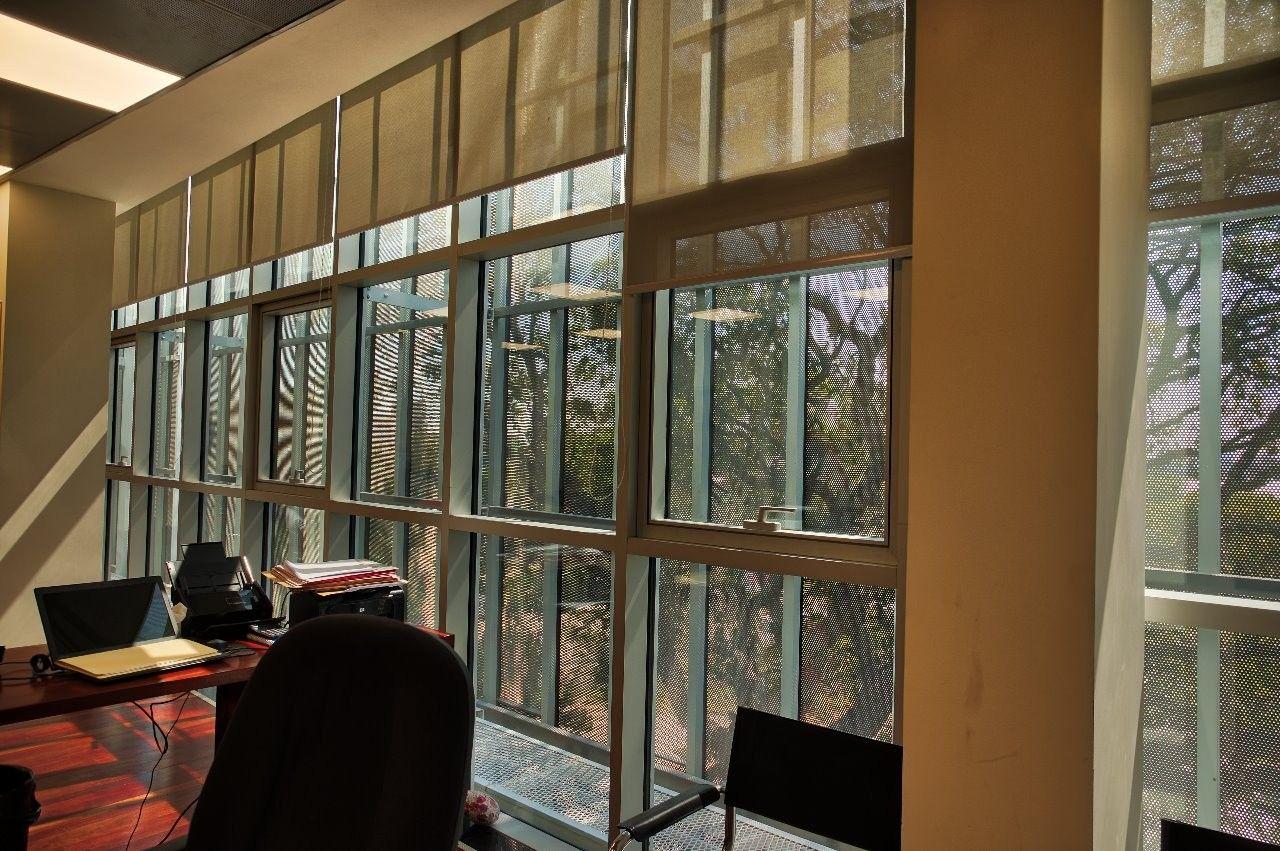 Edificio El Bosque En Santa Cruz Bolivia Revestido Con Nuestro Screenpanel Perforado Hunterdouglasarchitectutal La Opción I Arquitectos Edificios Fachadas