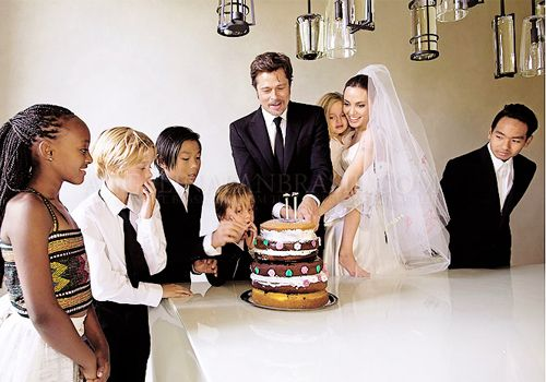 Angelina Jolie And Brad Pitt Cut Their Wedding Cake With Six Children 11 Year Old Son Pax Baked The For His Pas
