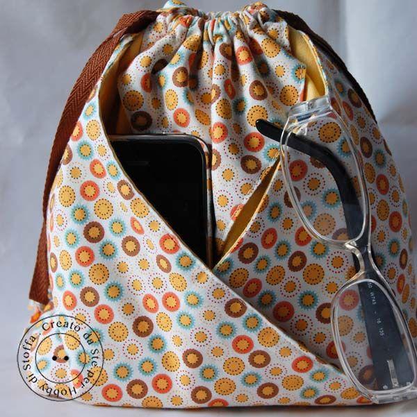 Como bonito é este pequeno saco? É tão fácil de fazer e seria perfeito para seus fundamentos de viagem . Encontre o Tutorial @ http://www.2gypsygirls.com/2012/03/easter-goods.html