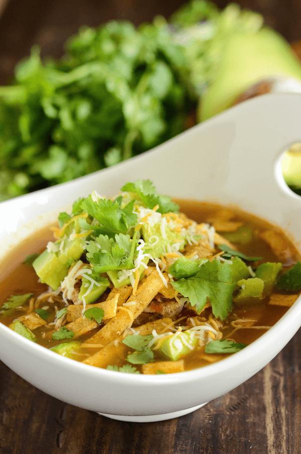 Slow Cooker Chicken Tortilla Soup! #chickentortillasoup