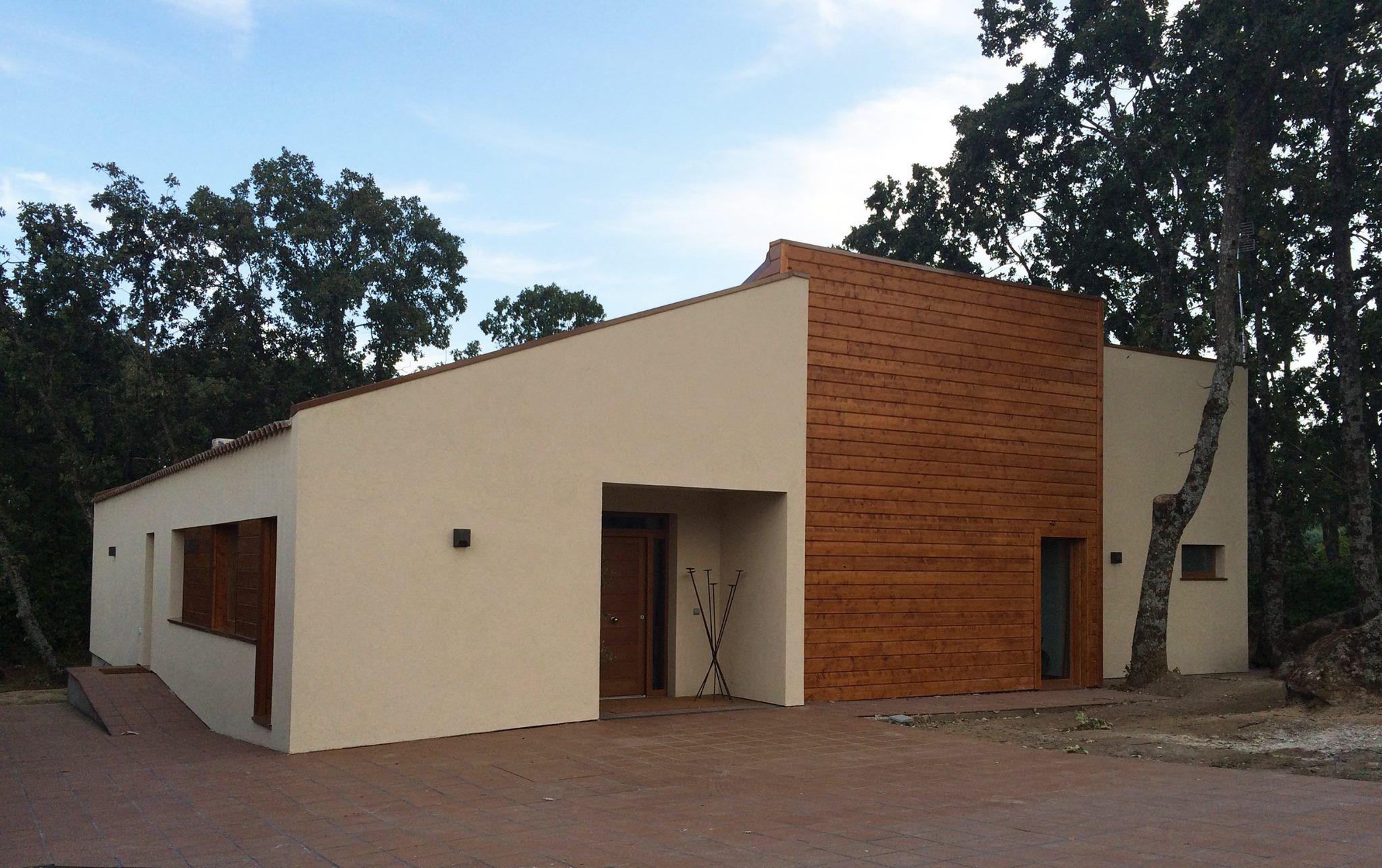 exterior casa con estructura de madera Kuusamo den El Escorial ...