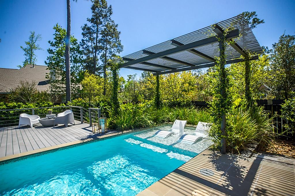 2 Beauty Bower Pl The Woodlands, TX 77382: Photo Cozy sun deck in pool